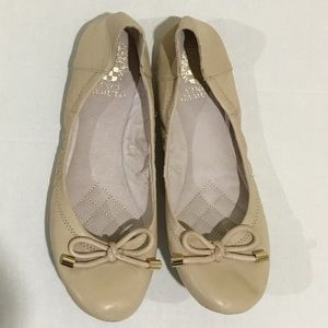 Vince camuto flat shoes size 7.5